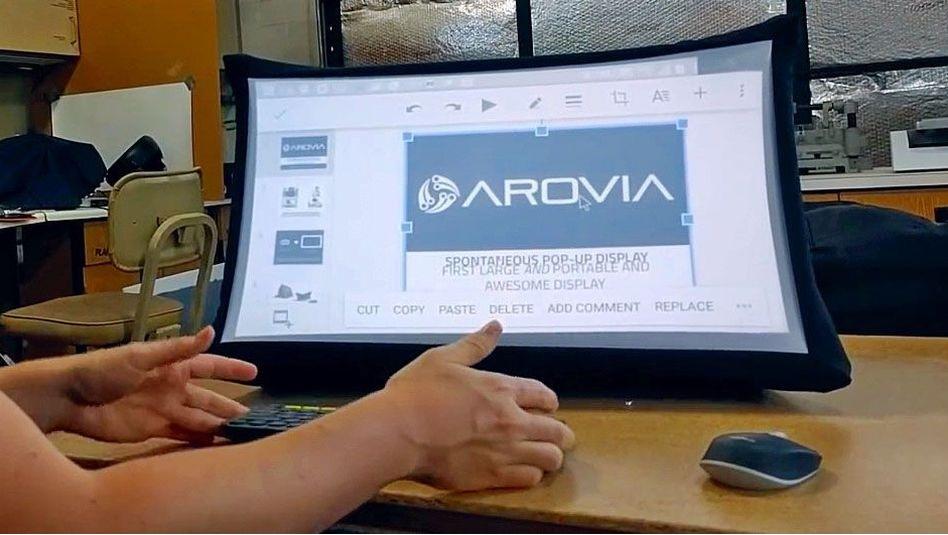 Una pantalla de 24 pulgadas que se abre y cierra como un paraguas