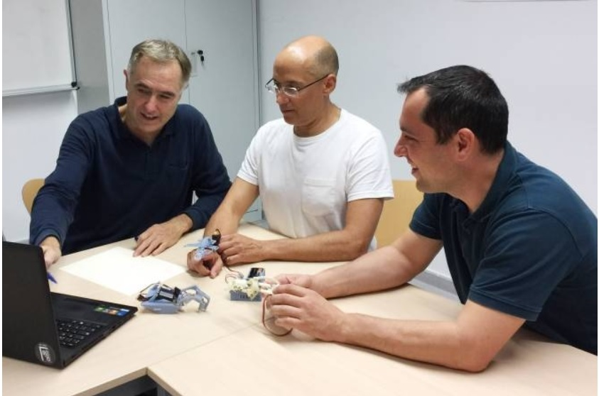 Diseñan una prótesis que simula el movimiento exacto de los dedos de la mano