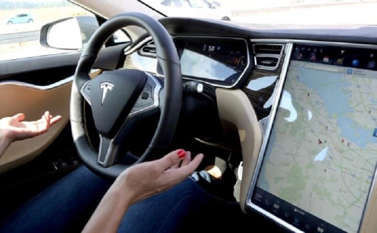 El Autopilot de Tesla se anticipa a un accidente en tiempo real