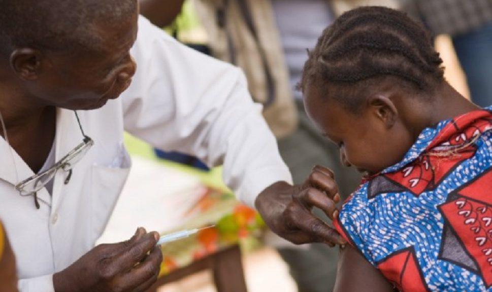Así funciona la vacuna que promete 100% eficacia contra el ébola