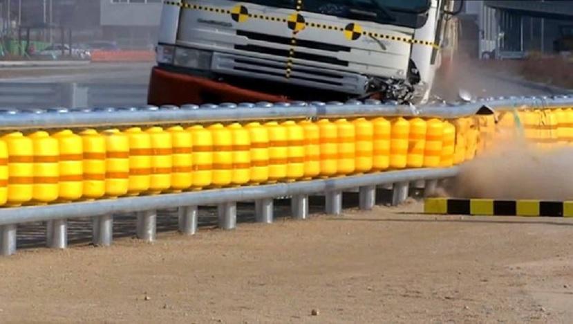 Nuevas barreras antichoques giratorias diseñadas para reducir el impacto de accidentes