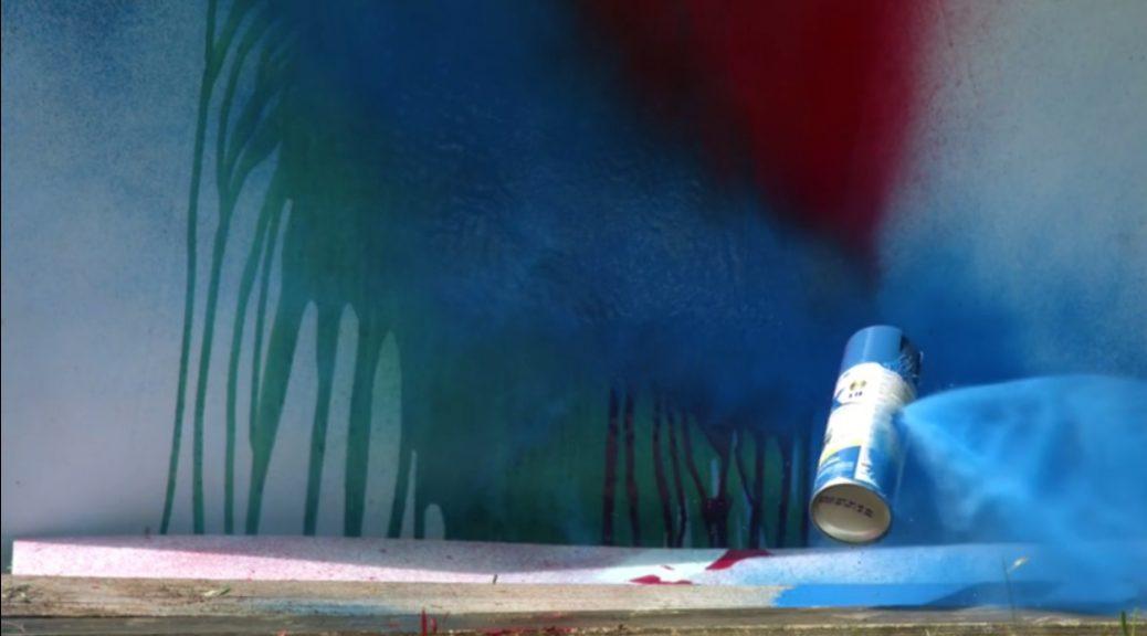 Ver latas de pintura explotar en cámara lenta es espectacular