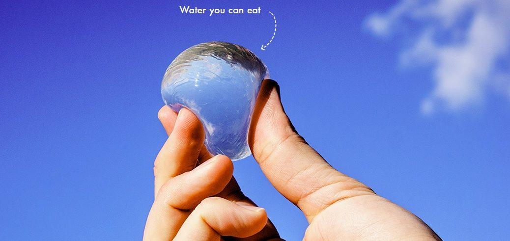 Una botella de agua redonda, comestible y open source que puede hacer en su propia casa