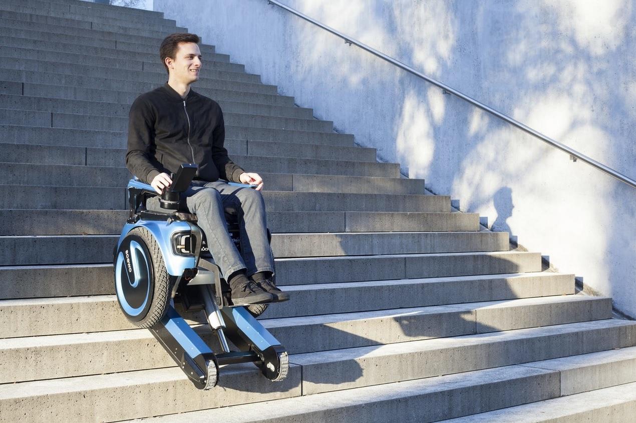 Inventan silla de ruedas para subir escaleras sin for Ruedas de goma para sillas