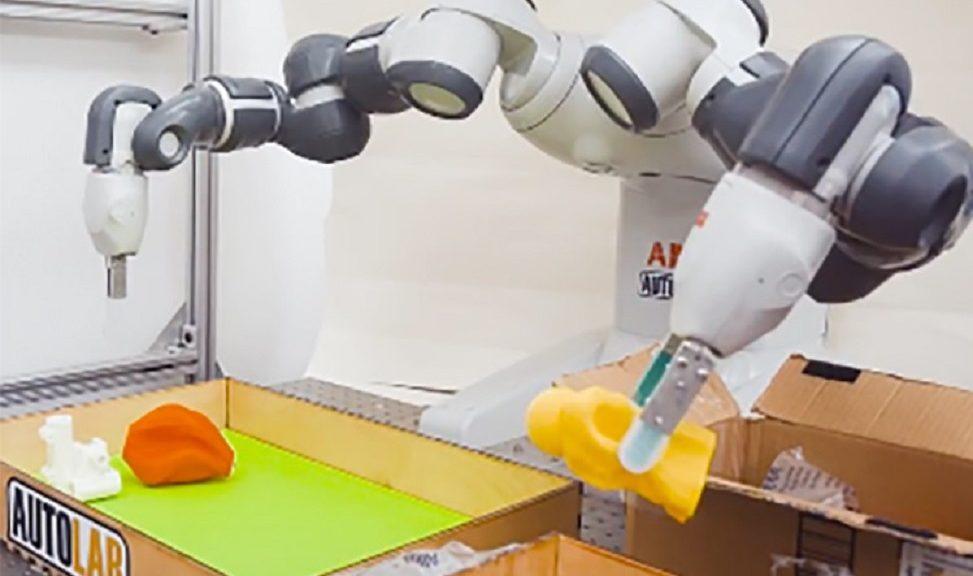Desarrollan robot con destreza humana en sus dedos para agarrar objetos cotidianos