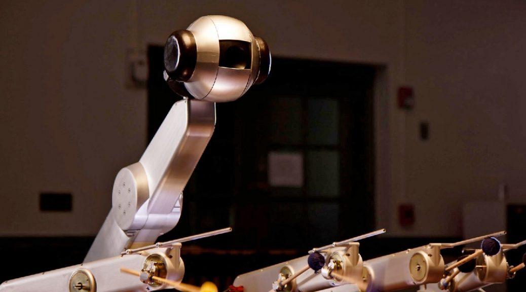 Robot toca en marimba sus propias composiciones