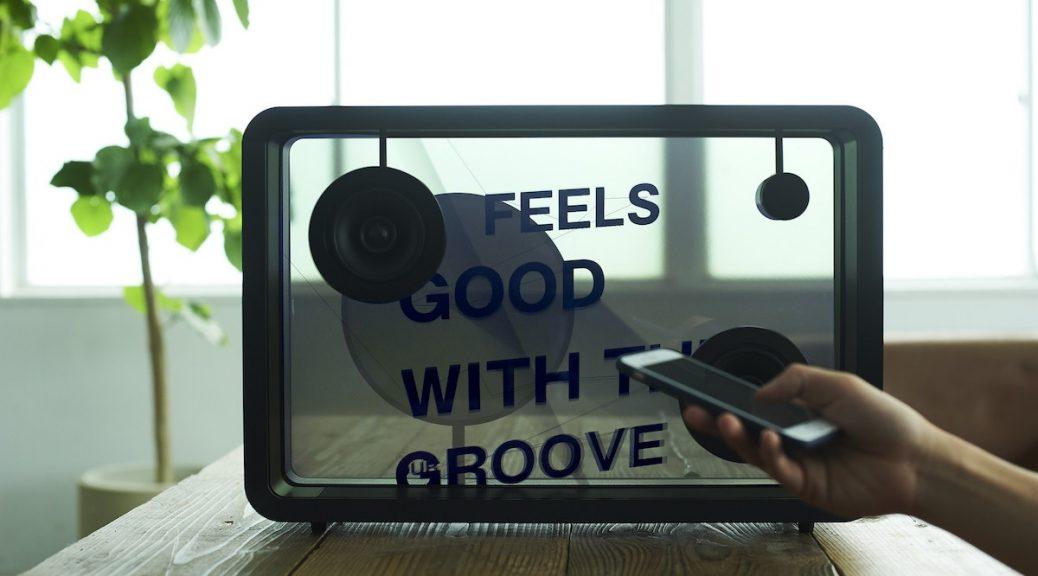 Altavoz que muestra las letras de las canciones en su pantalla transparente
