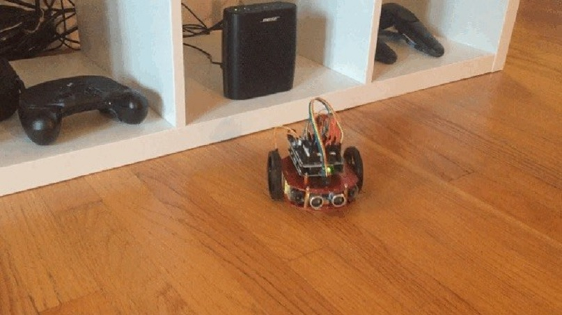 Placa de Arduino simula todas las neuronas del cerebro de un gusano, para que se mueva y reaccione como tal