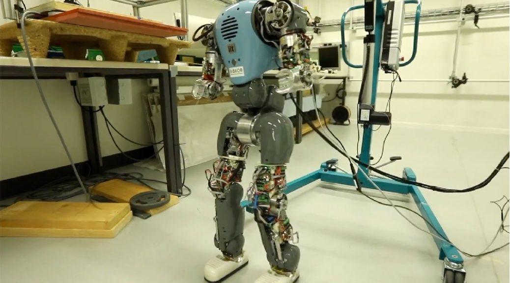 Robots aprenden a caminar naturalmente al comprender sus cuerpos