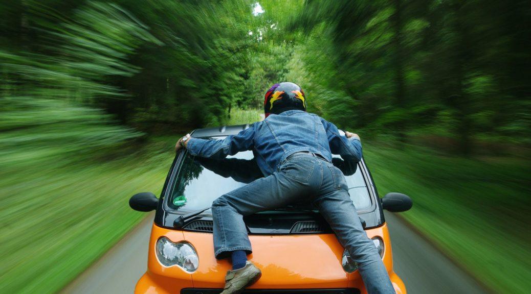 A quién debe atropellar un automóvil autónomo en casos inevitables?