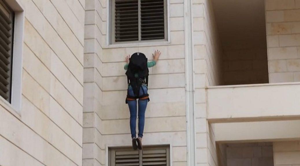 Mochila de rescate para evacuar de un rascacielos en una emergencia