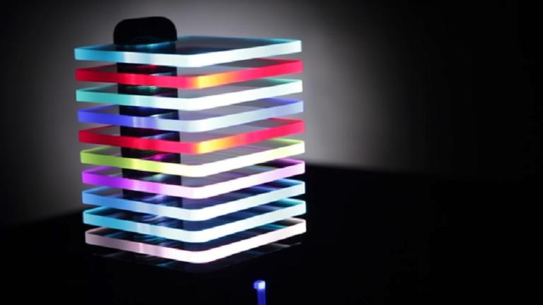 Altavoz-ecualizador con luces LED que van al ritmo de la música