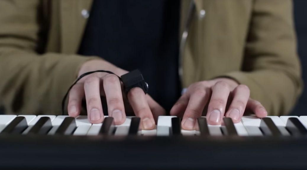 Este anillo convierte sus gestos en efectos musicales