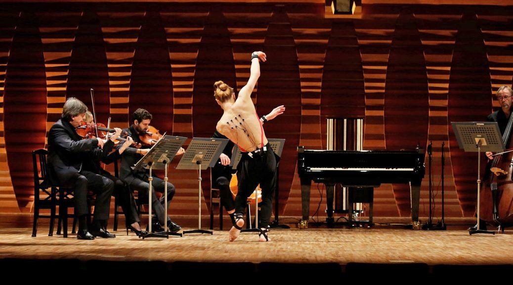Inteligencia artificial de Yamaha transforma a un bailarín en pianista