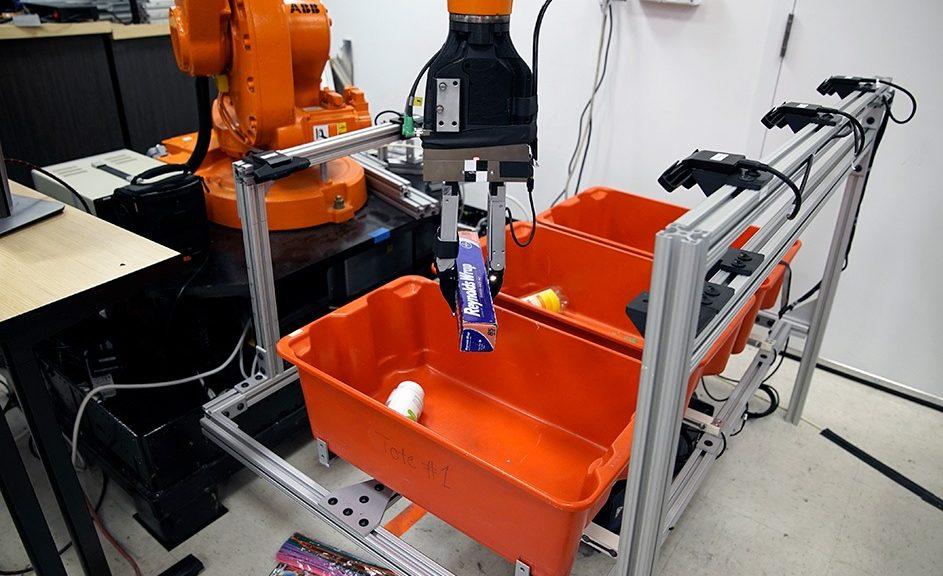 Crean robots que recogen y clasifican objetos