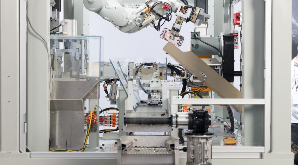 Conozca al robot 'Daisy' y su trabajo de destruir 200 iPhone por hora